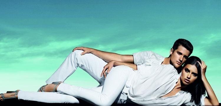Agosto 2011: A modelo Adriana Lima e Arthur Sales posam para a campanha de Verão 2012 da marca brasileira Forum