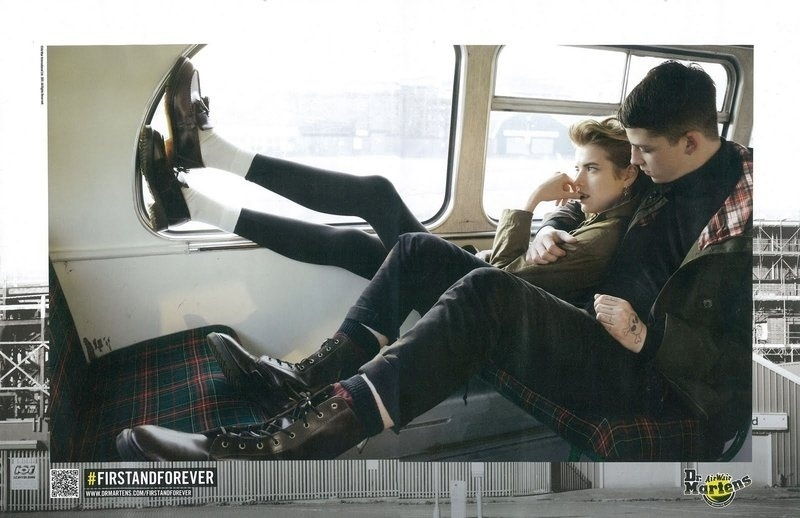 Agosto 2011: A top Agyness Deyn e Ash Stymest posam para a campanha de Inverno 2011 da Dr. Martens, marca de sapatos inglesa, conceituada pelo movimento punk