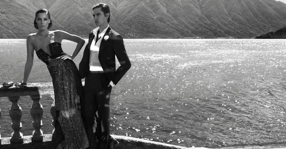 Agosto 2011: O fotógrafo Mikael Jansson clicou Daria Werbowy e Mathias Lauridsen, no Lago de Como, na Itália, para a campanha de Inverno 2011 da Salvatore Ferragamo. A direção criativa foi por conta de Massimiliano Giornetti