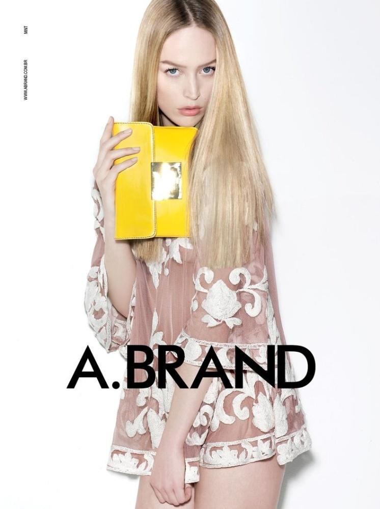 Agosto 2011: A top Raquel Zimmermann estrela a campanha da marca A. Brand (do mesmo grupo da Animale). As fotos foram clicadas por Henrique Gendre, com styling assinado por Luis Fiod