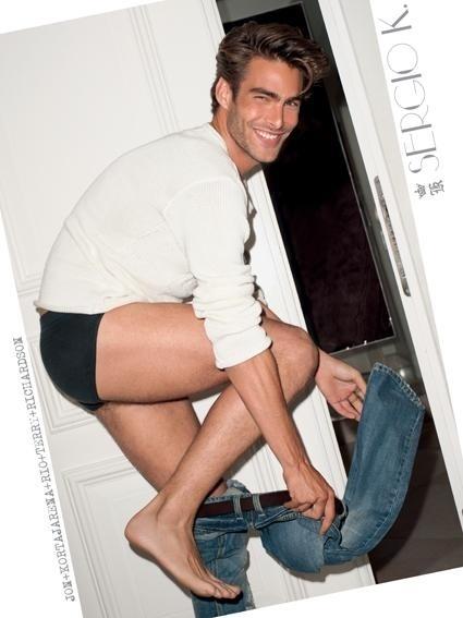 Agosto 2011: O modelo Jon Kortajarena posou para Terry Richardson na campanha de Verão 2012 da Sergio K. O styling foi assinado por José Camarano e a direção de arte por Marcelo Seba