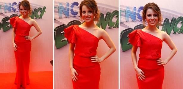 O vestido vermelho usado por Sandy para ir ao