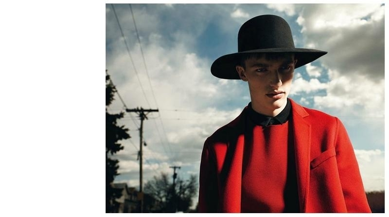 Setembro 2011: A campanha de Inverno 2011 da Dior Homme conta com o modelo Victor Nylander posando para o fotógrafo Willy Vanderperre. A beleza é assinada por Anthony Turner