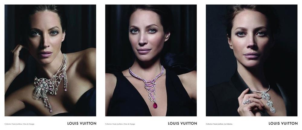 Setembro 2011: A top norte-americana Christy Turlington, conhecida por ser a garota propaganda da Calvin Klein por anos, posa para a campanha da linha de joias da Louis Vuitton