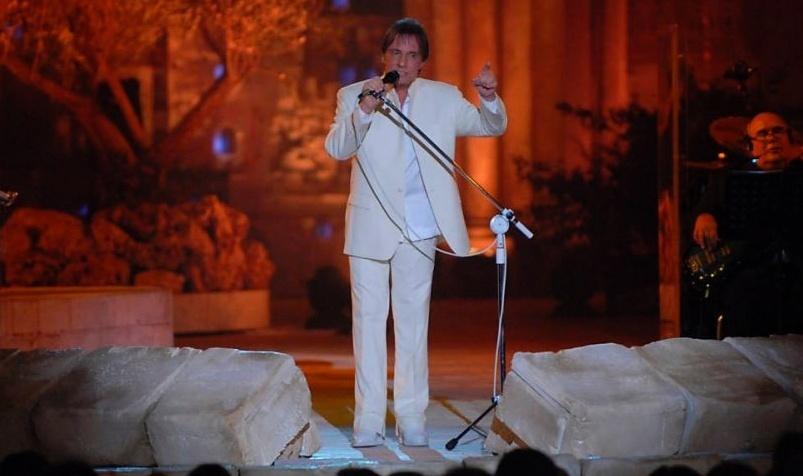 O cantor Roberto Carlos se apresentou em Jerusalém com figurino de Ricardo Almeida (07/09/2011)