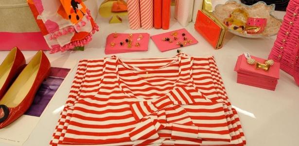 """Parte da coleção colorida e """"pop"""" da marca norte-americana Kate Spade, que abriu loja temporária no shopping Iguatemi (SP)"""