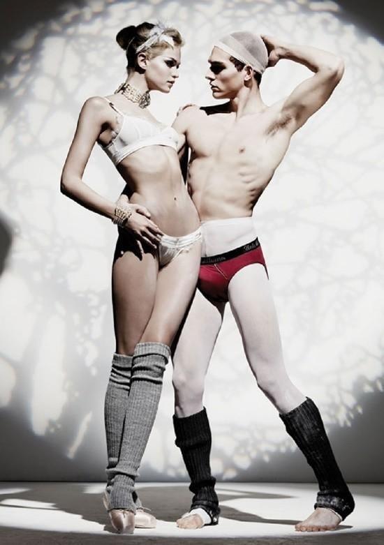 Setembro 2011: A John Galliano lança sua coleção de Inverno 2011 de lingerie e underwear com os modelos Alex Cunha e Erin Heatherton