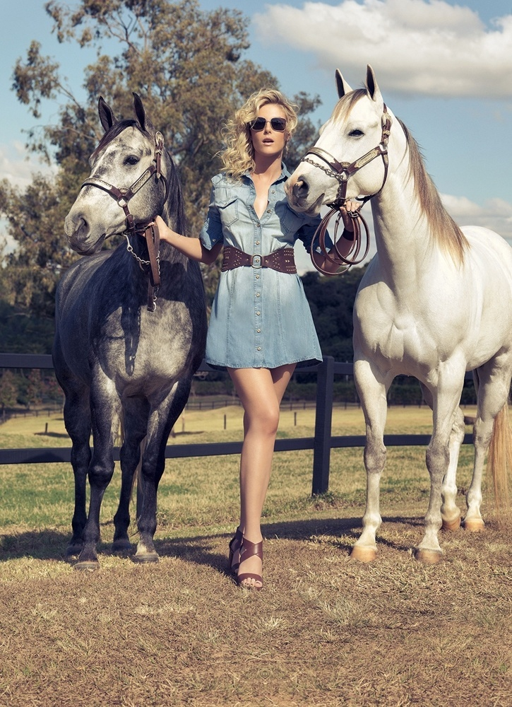 Setembro 2011: Ana Hickman posou para a campanha de Verão 2012 da brasileira Equus. Em clima campestre, as fotos foram feitas em um haras, no interior de São Paulo por Valério Trabanco