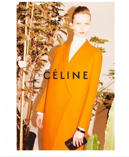 Setembro 2011: O fotógrafo Juergen Teller clicou a campanha de Inverno 2011 da Céline. A coleção conta com peças minimalistas com modelagens geométricas