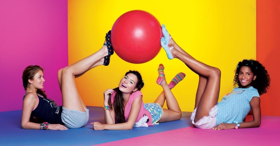 Setembro 2011: A marca de pijamas e moda íntima Puket lança sua campanha de Verão 2012 com styling e direção de arte multicolorida