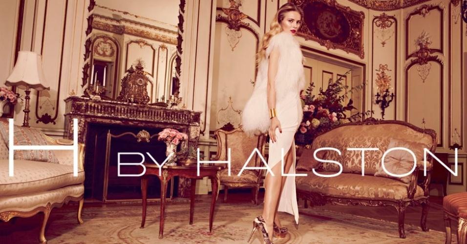 Novembro 2011: A modelo Ieva Laguna foi escalada pela H by Halston para estrelar sua campanha para as festas de fim de ano, em fotos de David Roemer