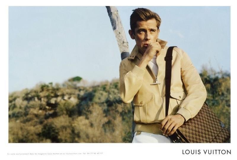 Dezembro: A Louis Vuitton evocou o ator e galã James Dean em sua campanha masculina para o Verão 2012. O fotógrafo Alasdair McLellan clicou o modelo veterano Werner Schreyer em posa que lembra muito o astro de Hollywood da década de 1950