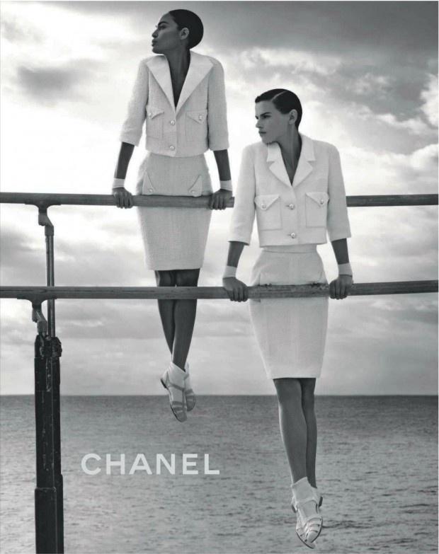 Dezembro 2011: A Chanel convocou dois novos rostos para sua campanha Verão 2012. As tops em ascensão Joan Smalls e Saskia de Brauw foram clicadas no hotel francês Hôtel du Cap-Eden e tiveram styling de Carine Roitfeld, ex-editora-chefe da