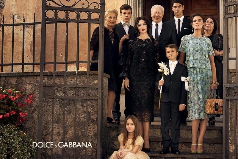 Dezembro 2011: A Dolce & Gabbana incorporou o clima dos álbuns de fotos tradicionais italianos em sua campanha de Verão 2012. Na família fictícia, clicada por Giampaolo Sgura, estão a atriz Monica Bellucci e a modelo Bianca Balti