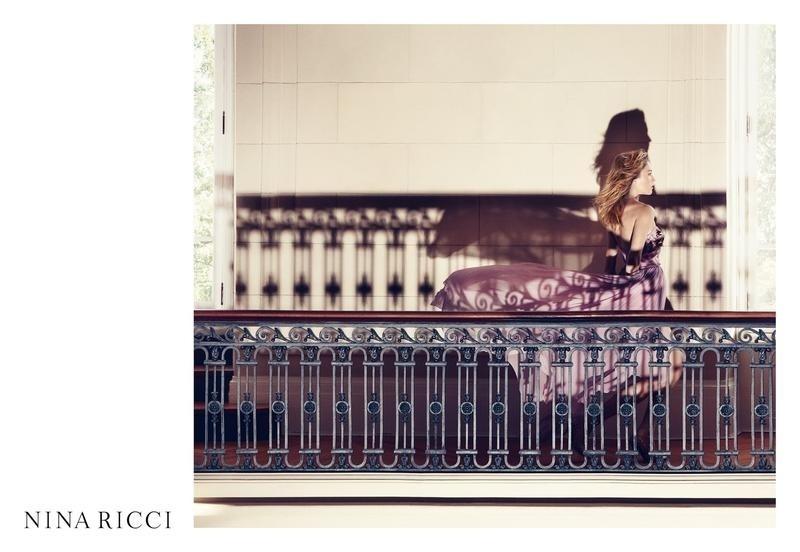 Dezembro 2011: A top brasileira Raquel Zimmermann é a nova garota-propaganda da Nina Ricci. A primeira foto da campanha, clicada pela dupla Inez van Lamsweerde e Vinoodh Matadin, mostra a gaúcha em um vestido longo e esvoaçante