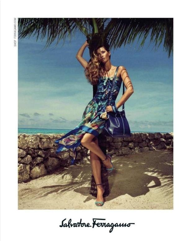 Dezembro 2011: Depois das campanhas da Versace e Givenchy, agora a übertop Gisele Bünchen aparece na campanha de Verão 2012 da Salvatore Ferragamo