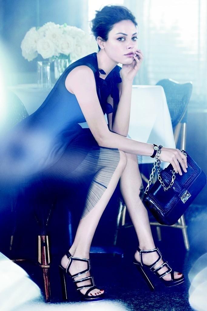 Janeiro: A atriz Mila Kunis é a nova garota-propaganda da Dior em sua campanha Verão 2012. As fotos foram feitas em Nova York pelo sueco Mikael Jansson