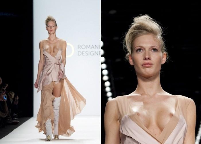 Durante desfile da grife Lena Criveanu, na semana de Moda de Berlim, modelo é traída por vestido e fica com os seios à mostra (21.01.2012)