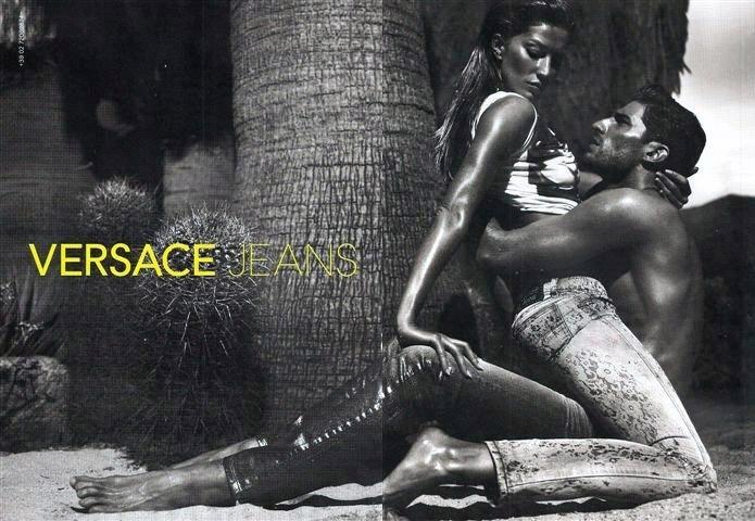 A top Gisele Bündchen estrelou uma campanha sensual ao lado do modelo Ryan Barrett para Versace Jeans. As fotos são da dupla Mert Alas e Marcus Piggott
