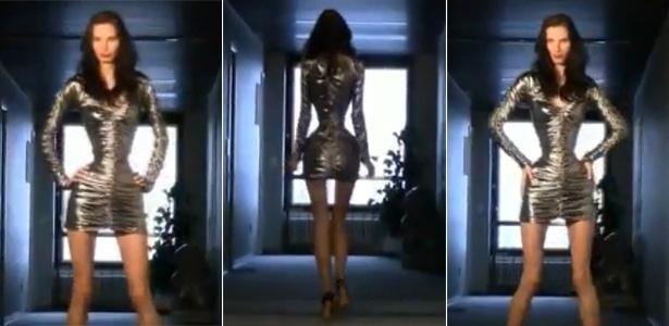 Imagens de vídeo com a modelo romena Ioana Spangenberg e sua cintura de 50 cm