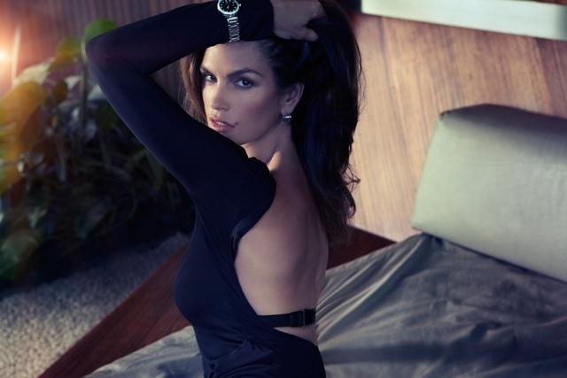 Fevereiro: Cindy Crawford estrela campanha da marca suíça de relógios Omega. A modelo é embaixadora da marca desde 1995 e foi fotografada por Bruno Dayan em uma mansão em Los Angeles, nos EUA