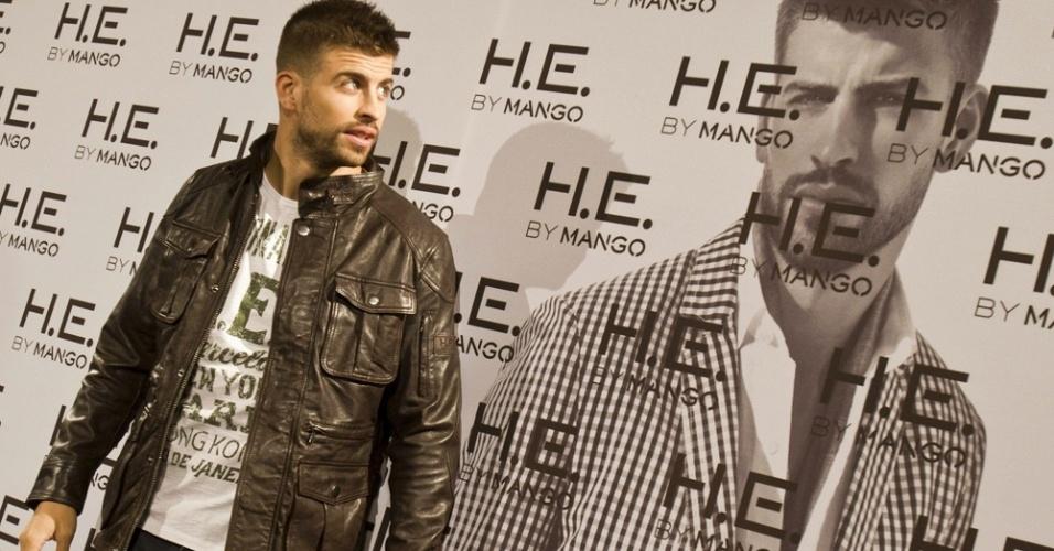 O jogador de futebol Gerad Piqué, do Barcelona, lançou sua nova campanha em parceria com a marca masculina H.E. by Mango, na Espanha (20/02/2012)