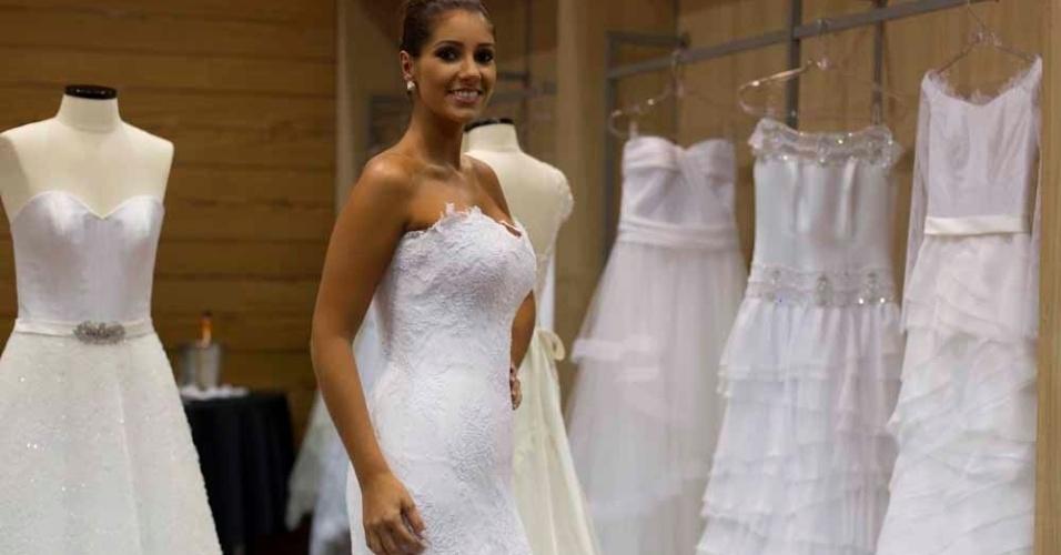 A coleção de Rosa Biaggioni tem vestidos estruturados com cintura marcada e materiais como o tule e a renda francesa; a partir de R$ 7 mil