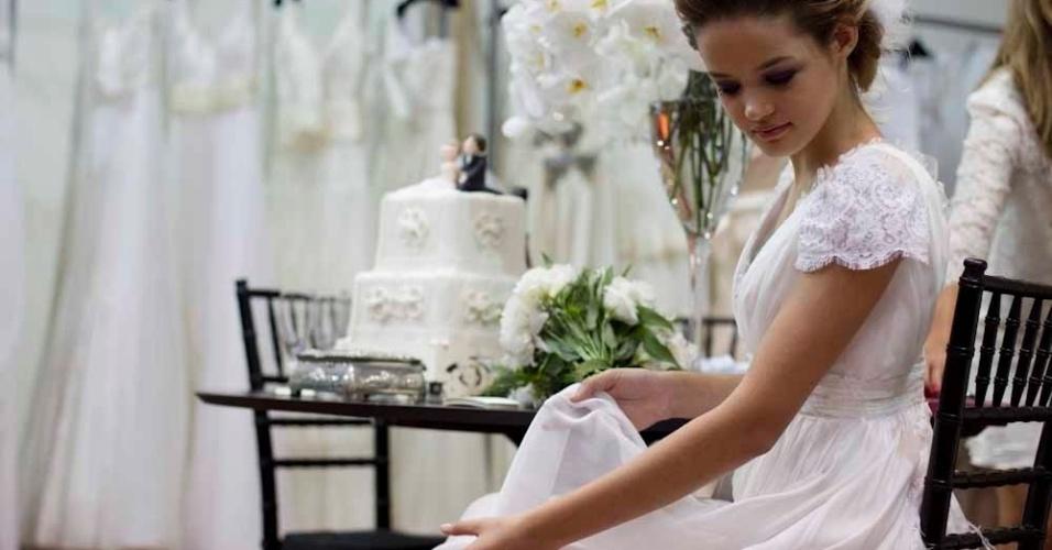 A Flor de Cerejeira, linha de vestidos prontos da Maria Cereja, tem seis modelos exclusivos com preços a partir de R$ 3.200