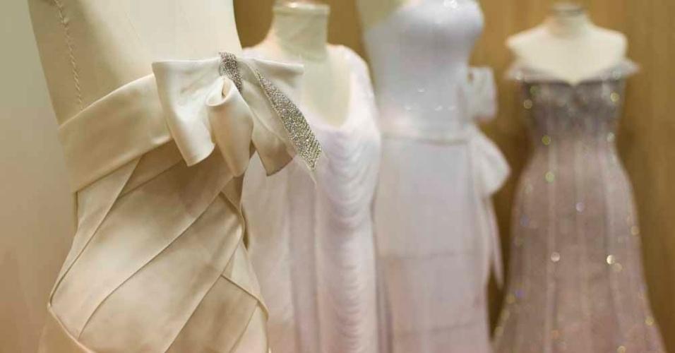 A grife Gesoni Pawlick faz vestidos sob medida com aplicações de brilho e tecidos nobres com preços a partir de R$ 10 mil