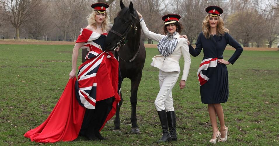 A modelo Corrie Nielsen apresentou em Londres, na Inglaterra, um vestido com a bandeira britânica feito para o evento Fashion for the Brave (em português, Moda para os Corajosos), que visa arrecadar fundos para os militares britânicos feridos (11/03/2012)