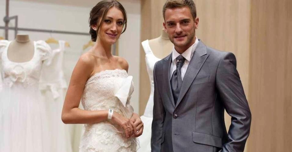 Modelos da Black Tie que agora, além de aluguel de roupas de festa, investe também em trajes exclusivos para a venda de importados de grifes como Patricia Avendaño e Carlo Pignatelli. O vestido da foto custa R$ 12.600