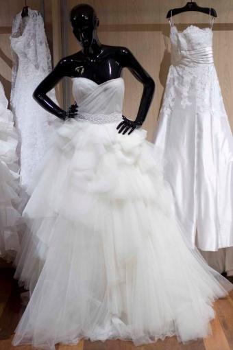 O vestido do estilista Sandro Barros tem base de zibeline, corpo revestido de tule e saia volumosa, uma das tendências apresentadas no CasaModa Noivas; R$ 15.890