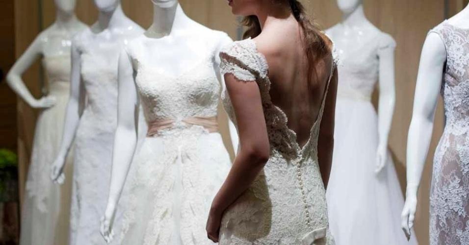 Os vestidos da marca Lethicia são feitos sob medida em renda francesa, seda pura e tule e custam a partir de R$ 18 mil