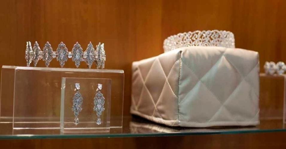 Tiaras e coroas também estão entre os acessórios da Avivar