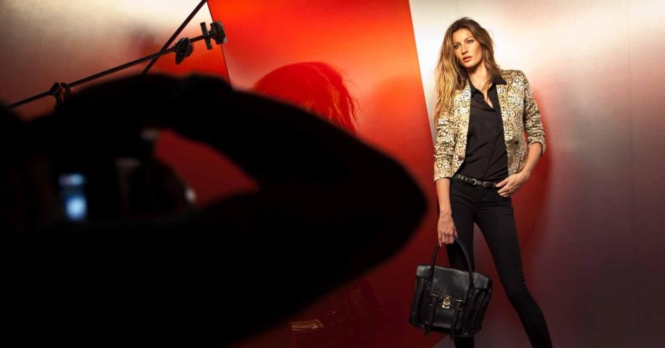 Março: A übertop Gisele Bündchen posa para o fotógrafo Gui Paganini em um estúdio em Nova York. A sessão de fotos faz parte da campanha da quarta coleção da top em parceria com a C&A, que chega às lojas brasileiras em 29 de março