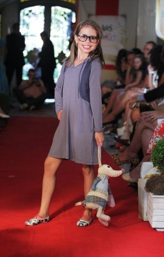 A Balangandã sugere vestido roxo em malha para as meninas neste inverno, em desfile realizado durante o Fashion Kids, evento voltado para a moda infantil em São Paulo (21/03/2012)