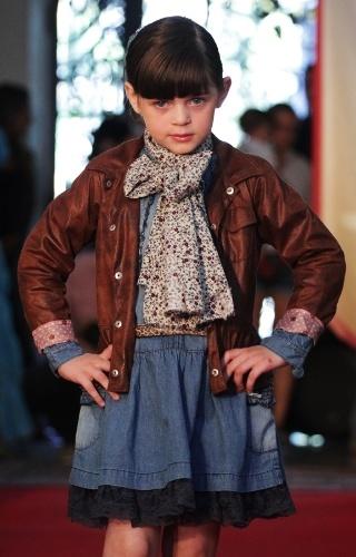 As sobreposições marcaram as sugestões da Camú-Camú para o Inverno 2012, desfiladas no Fashion Kids (21/03/2012)