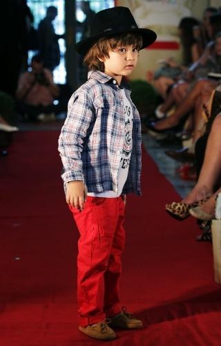 O look da Hommer para o Inverno 2012 investe na cor forte para a calça infantil (21/03/2012)