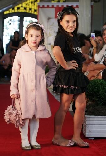 Vestido-casaco rosa e saia em camadas acompanham as sugestões de acessórios infantis da Roana para o próximo inverno (21/03/2012)