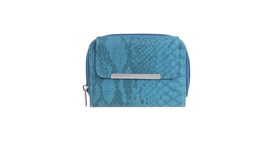 Carteira azul com estampa de cobra; R$ 29,90, na Renner (SAC: 11 2165-2800)
