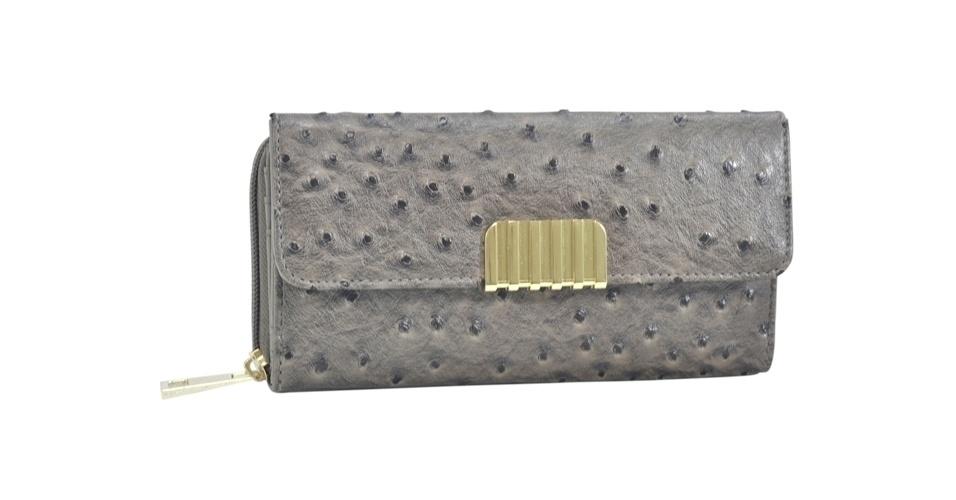 Carteira cinza em couro de avestruz sintético; R$ 45,98, na Isabella Piu para Xeryus (SAC: 11 3323-3947)