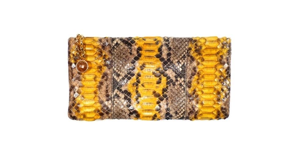 Carteira com estampa de cobra; R$ 569, Fabrizio Giannone (Tel.: 11 3061-1868)