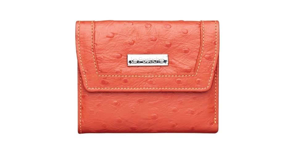 Carteira média laranja; R$ 59,99, na Le Postiche (SAC: 11 3588-1688)