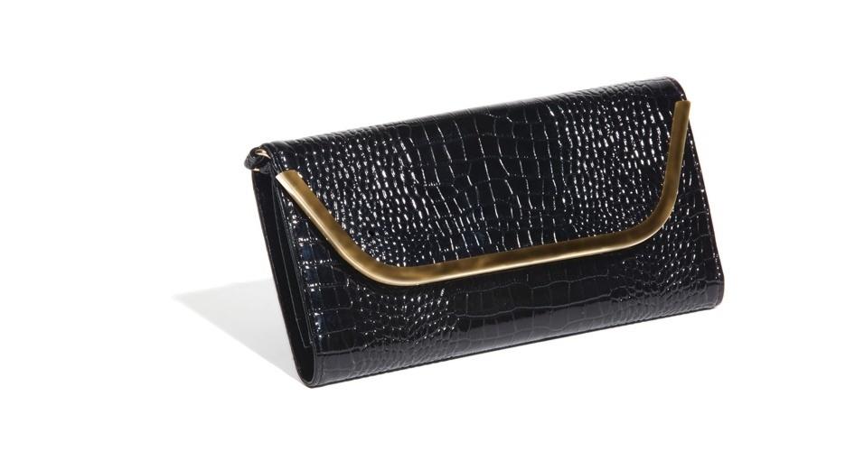Carteira preta de verniz com textura de cobra e detalhe em metal dourado; R$ 150, na Dimy (SAC: 48 3267-0389)