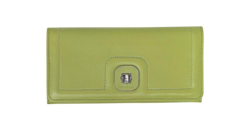 Carteira verde em couro; R$ 625, na Longchamp (Tel.: 11 3552-1555)