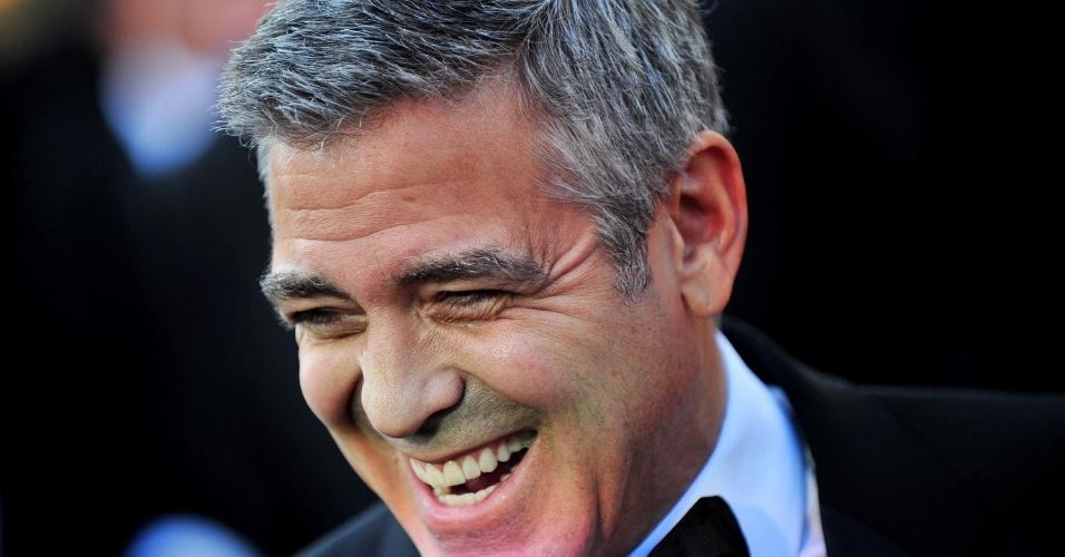 George Clooney com os cabelos grisalhos