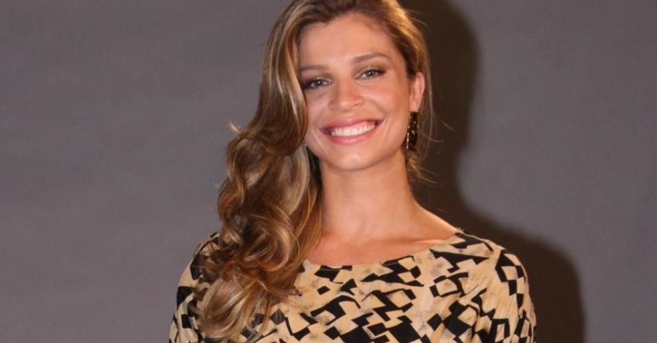 """Grazi Massafera usa vestido Zara em festa de lançamento da novela """"Avenida Brasil"""" (15/03/2012)"""