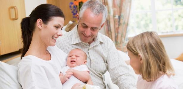 Se não tiver muita intimidade com a mãe nem com a família, opte pela visita na maternidade