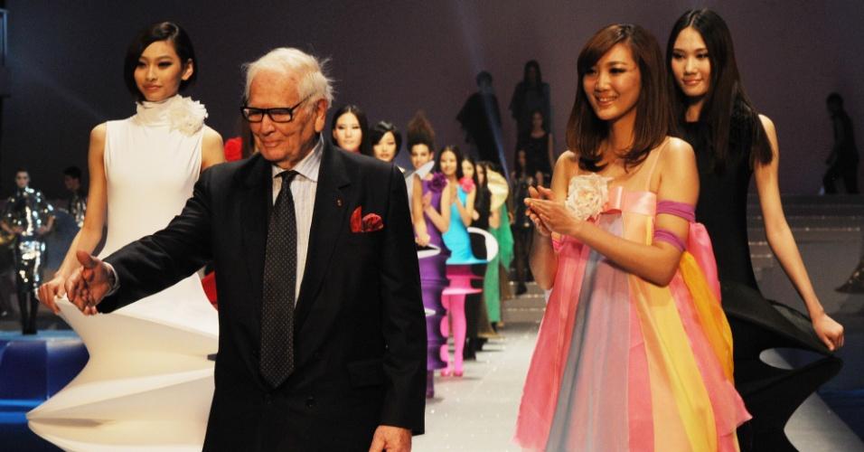 Pierre Cardin em desfile na China (01/04/2012)