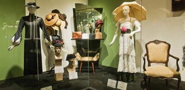 Museu da Moda em Canela expõe réplicas de roupas usadas em diferentes épocas